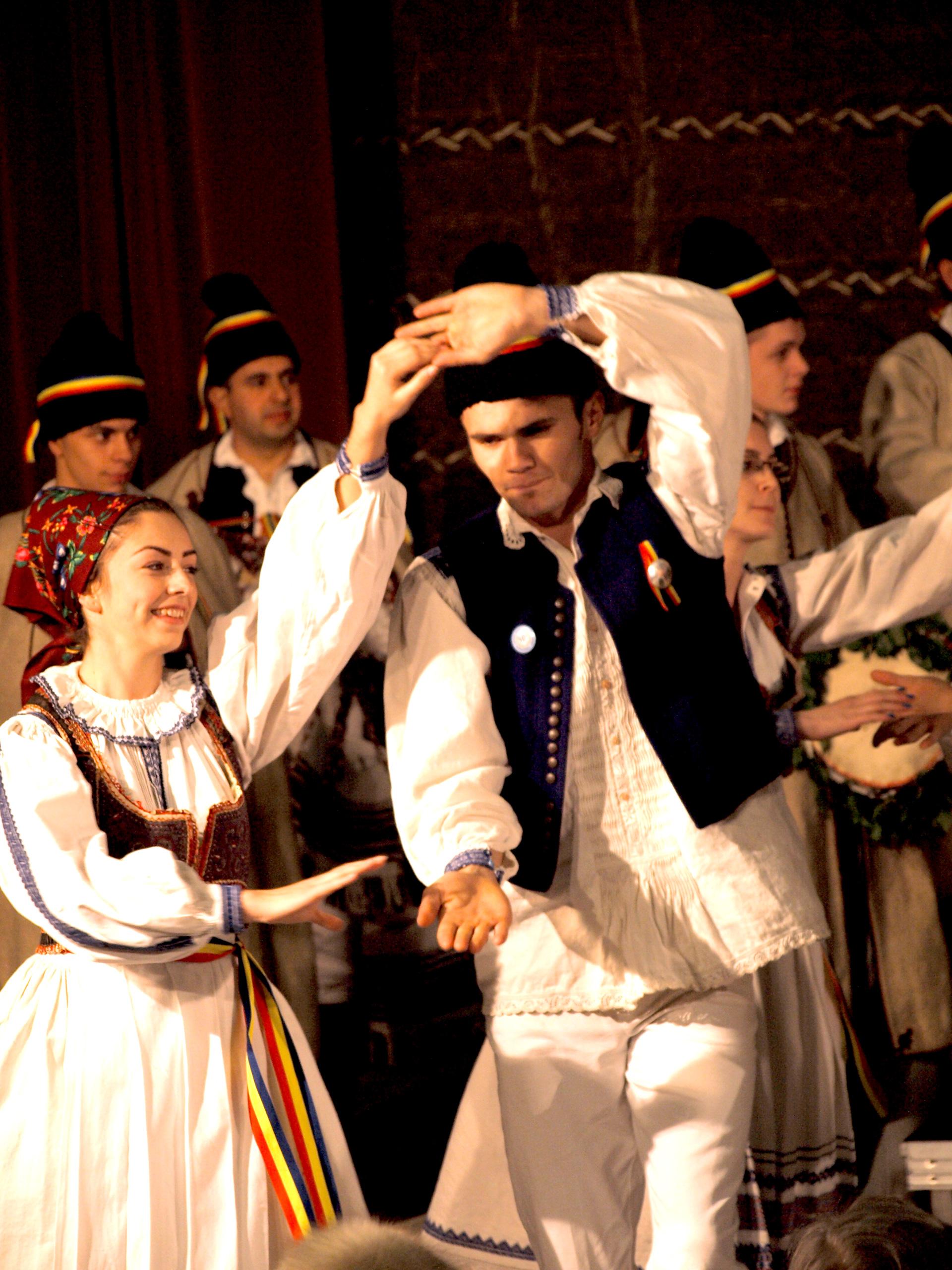 Dansuri tradiționale