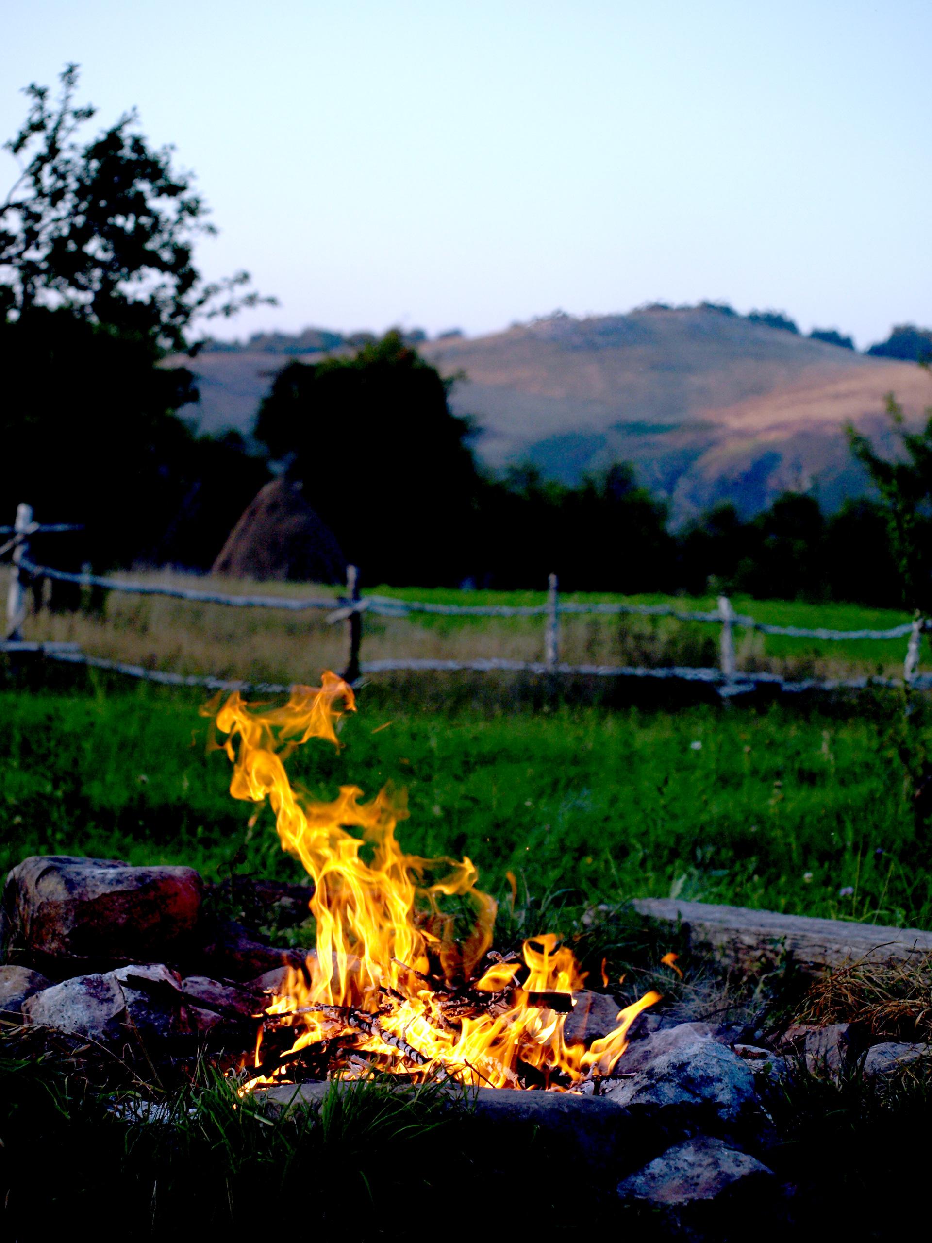 In jurul focului